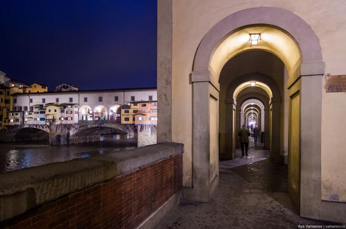Дома во Флоренции привычны к наводнениям, но иногда удары стихии бывают настолько мощными, что никак