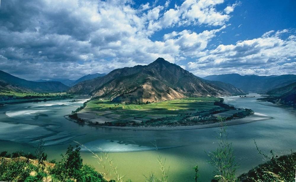 Бассейн реки Янцзы, Китай Строительство гигантской плотины, судоходство, промышленные и сельскохозяй