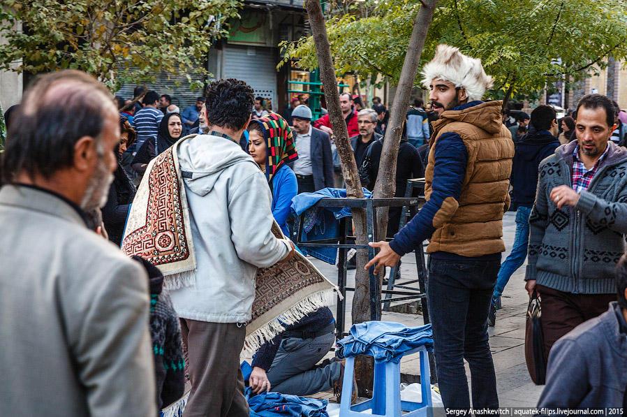 14. Если вы будете гулять по центру Тегерана, рано или поздно обязательно окажетесь в людском водово