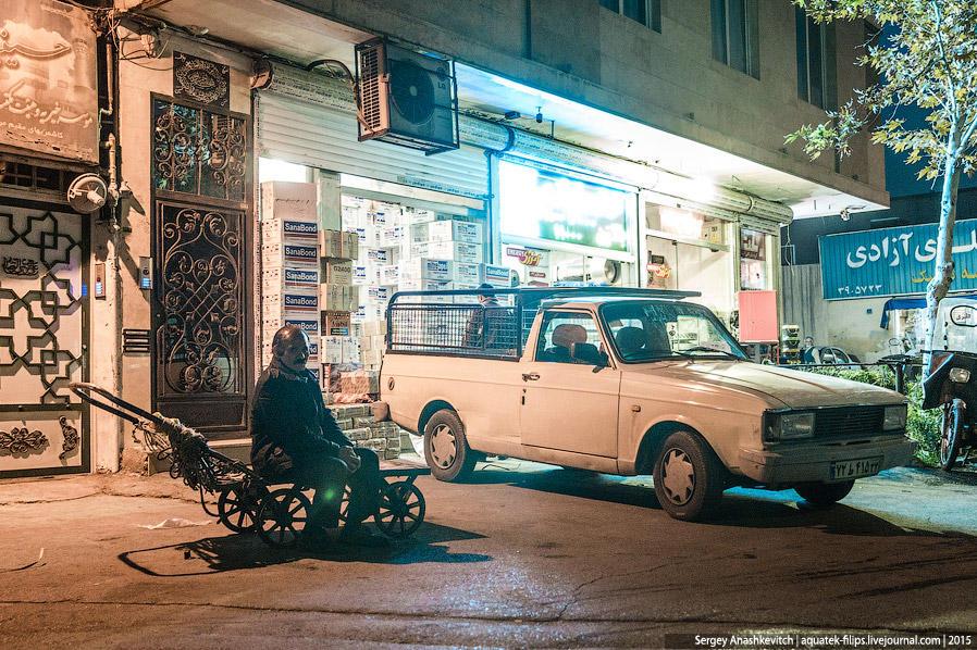 48. Ночной жизни здесь как таковой нет и поздним вечером делать на улицах города абсолютно нечего.