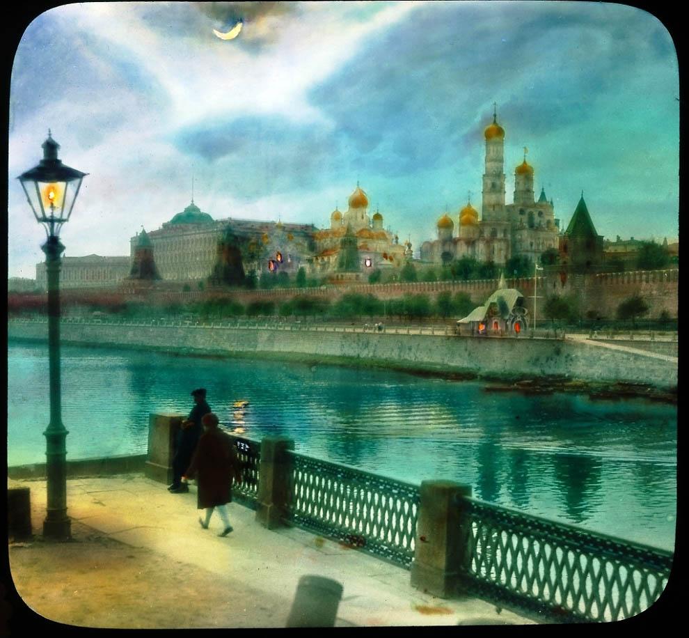 Вид на Кремль с Большого Москворецкого моста.