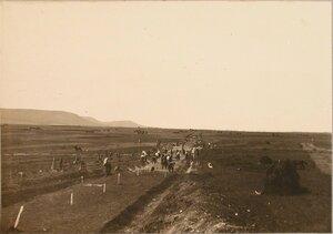 Солдаты 1-й роты 7-го железнодорожного батальона во время постройки полевой конной железной дороги.