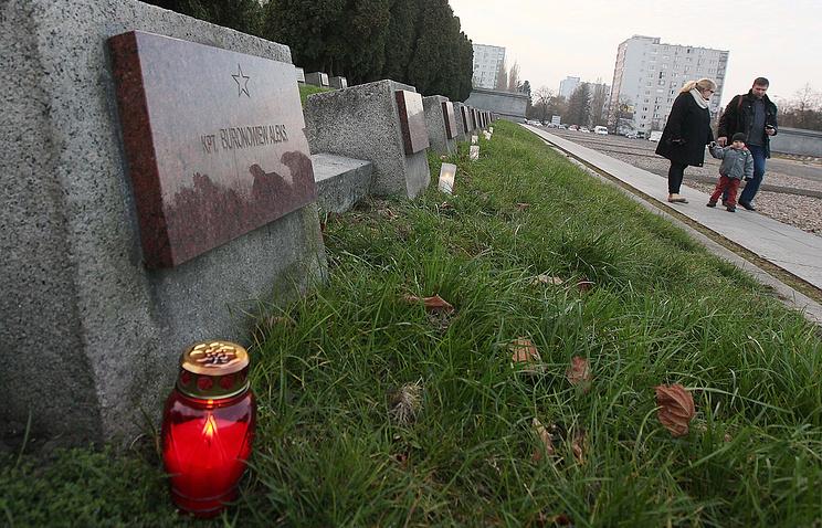 МИДРФ требует отПольши наказать осквернивших захоронение советских воинов