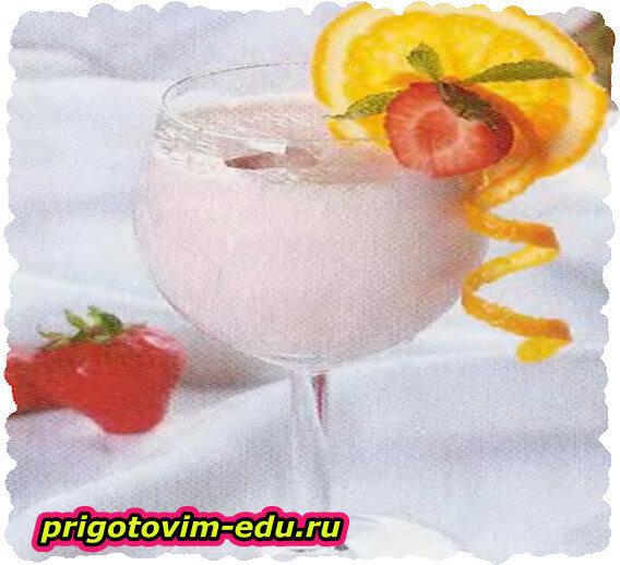 Клубничный коктейль с апельсиновым ликером