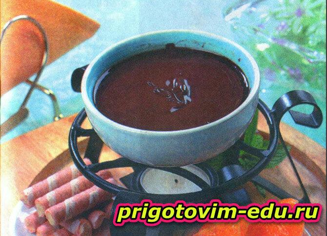 Шоколадное фондю с ромом