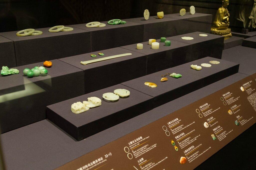 Изделия из нефрита, яшмы, золота, Музей района Хайдянь