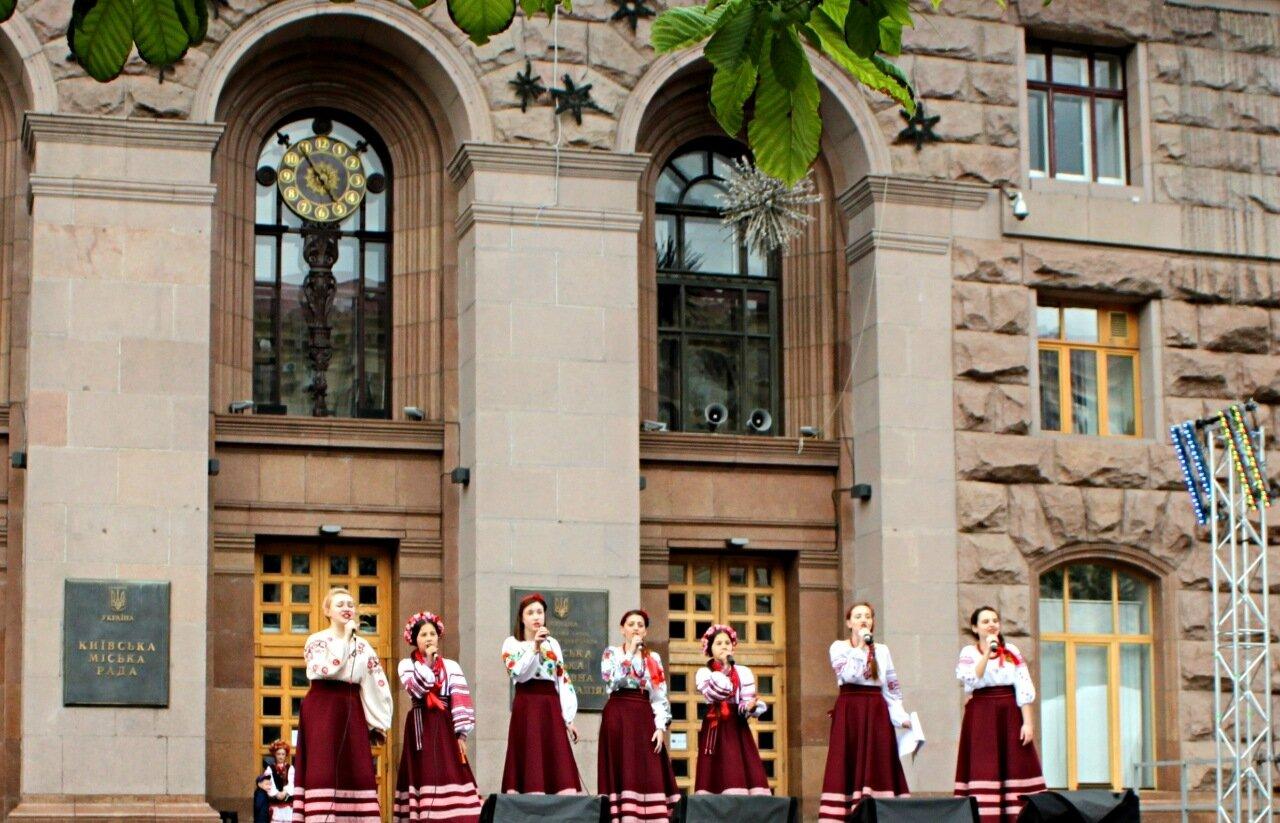 Концерт на ступенях мэрии Киева