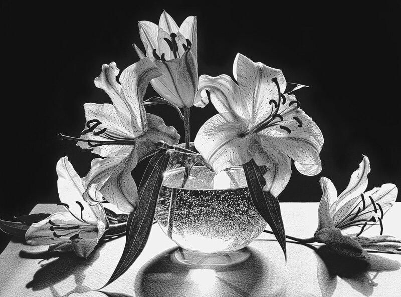Белых лилий тонкий аромат