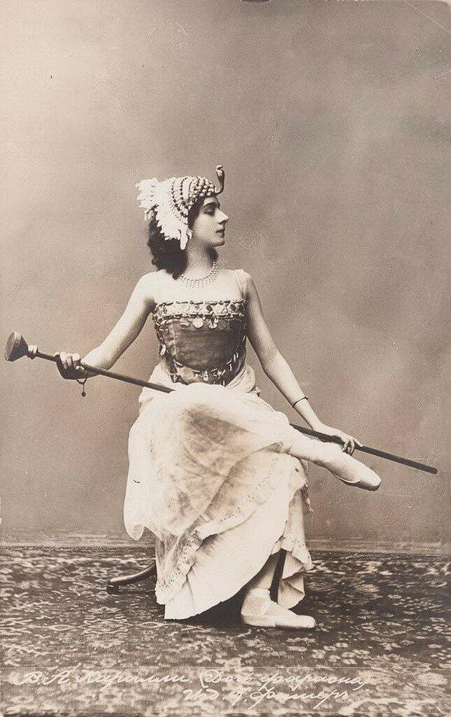 В основном актриса снималась у Чардынина и Бауэра. Она снялась в фильмах «Любовь статского советника», «Хризантемы», «Наташа Ростова», «Умирающий лебедь».