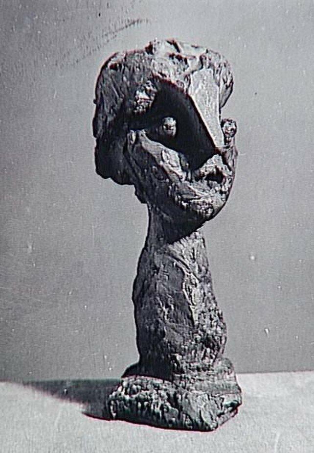 1943. Бюст с длинной шеей