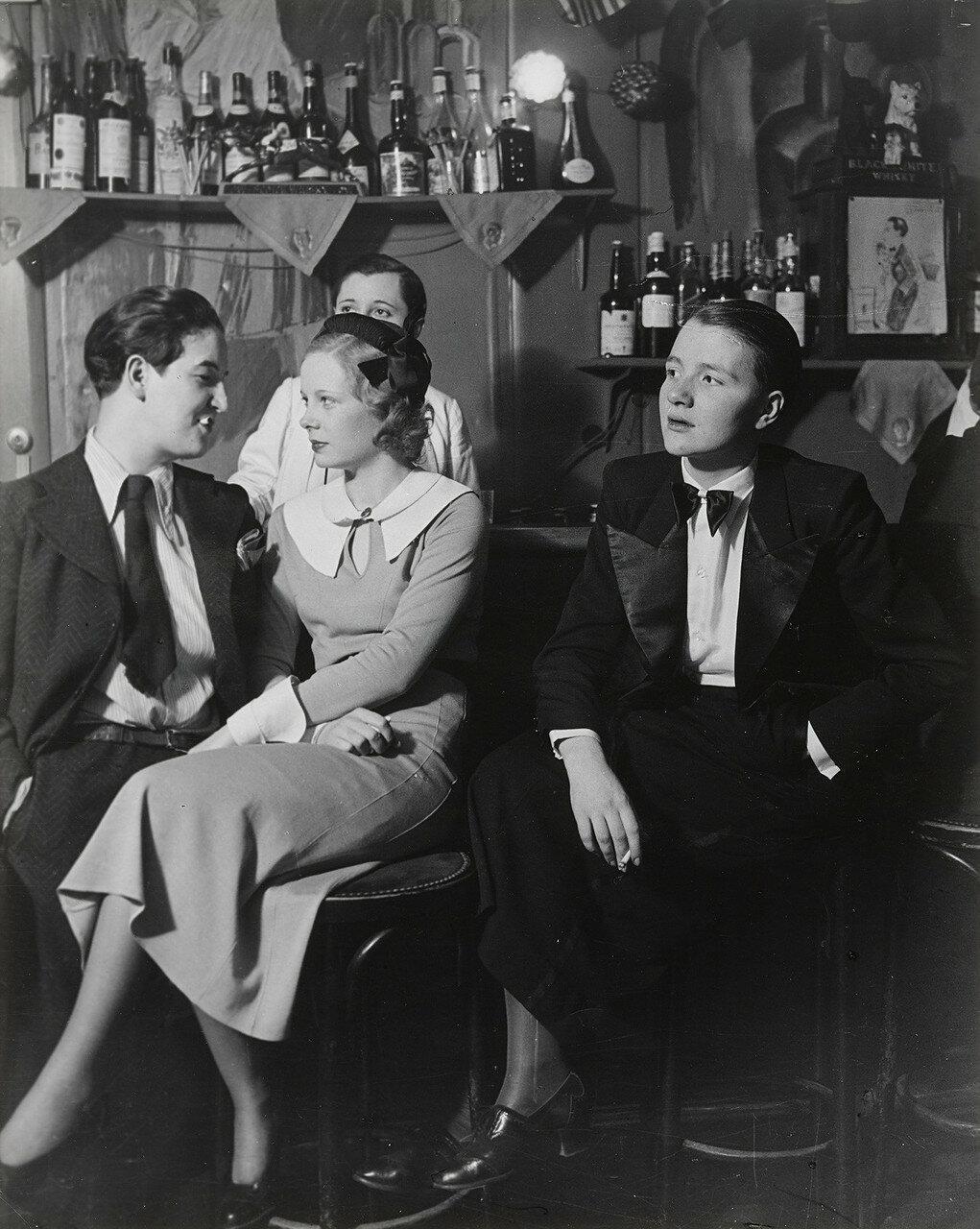 1932. «Монокль», клуб для лесбиянок. Лулу де Монпарнас и друзья