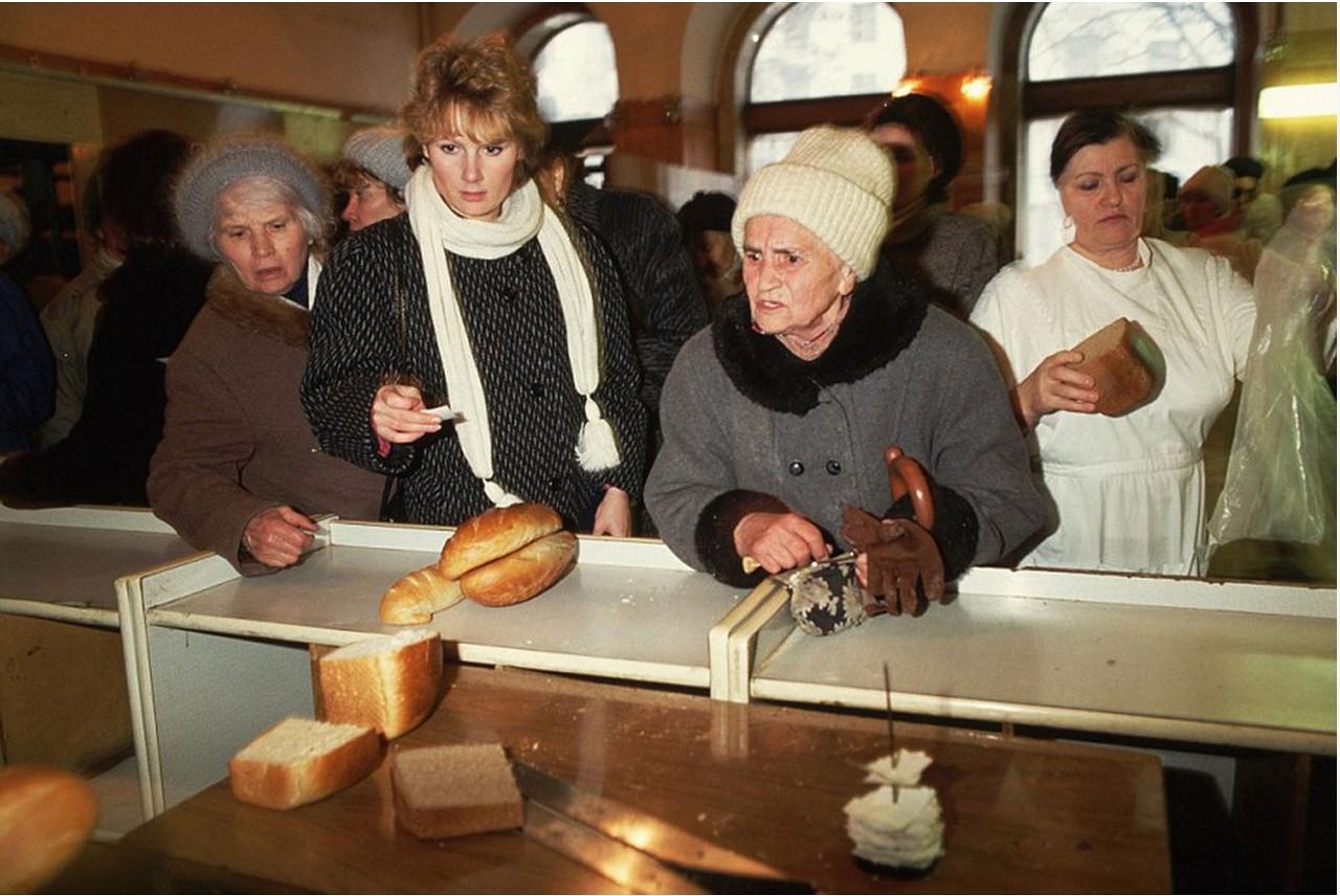 1991. Москва. Длинные очереди за хлебом