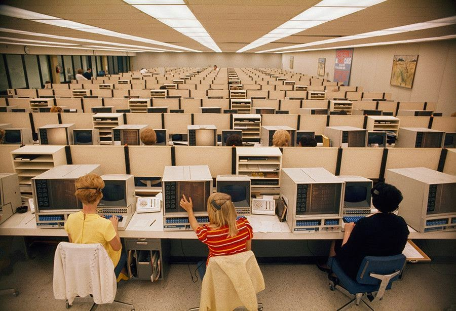 Eastern Airlines reservation center, Miami, 1970.jpg