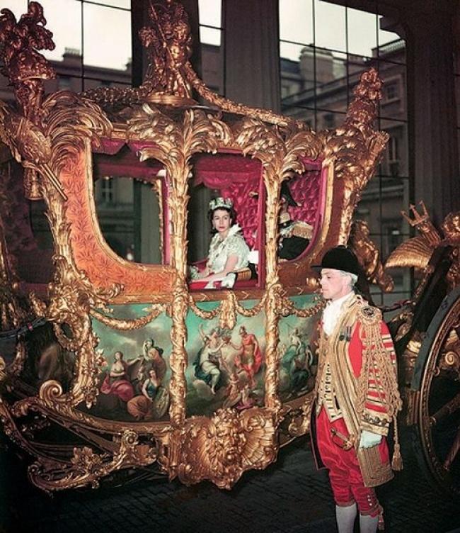 Коронация Елизаветы II. Лондон, Букингемский дворец, 1953.jpg