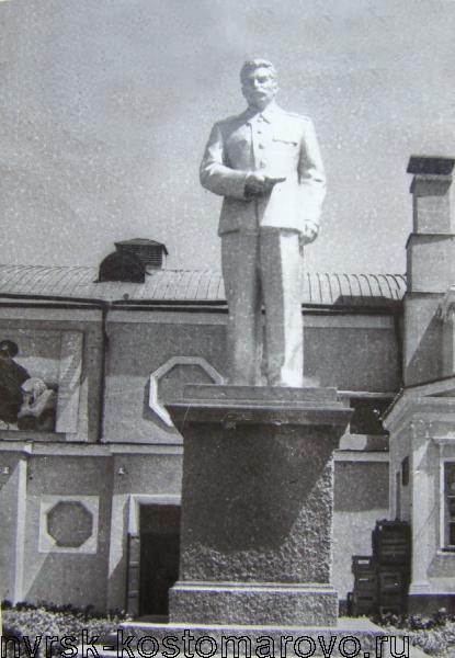 Новороссийск Памятник И.В.Сталину у кинотеатра Москва.jpg