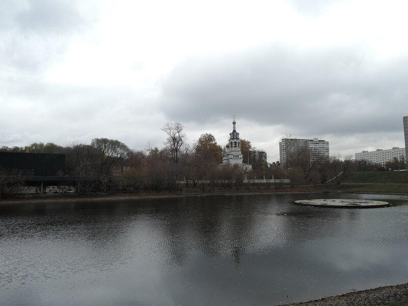 Черкизовский пруд. Храм Илии Пророка.