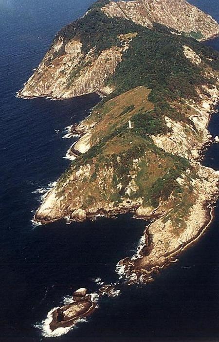 Кеймада-Гранди или Змеиный остров, как его называют сами бразильцы, — небольшой клочок суши пл