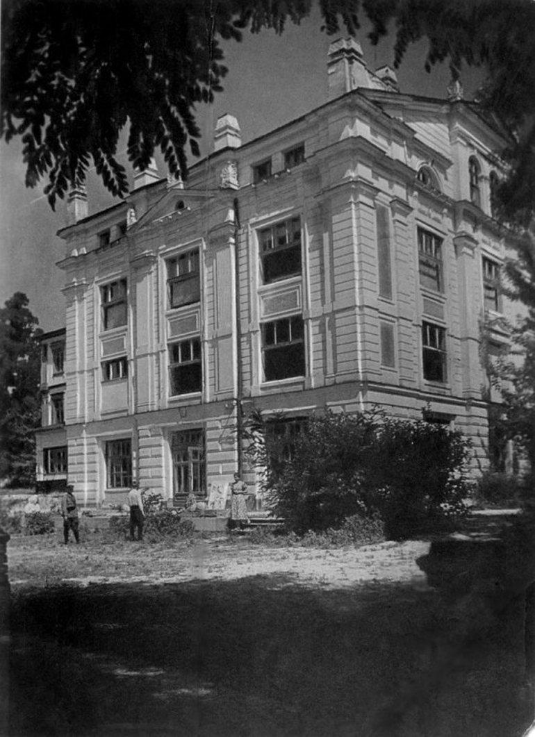 Дворец барона Ивана Максимилиановича де Шодуара в Житомире