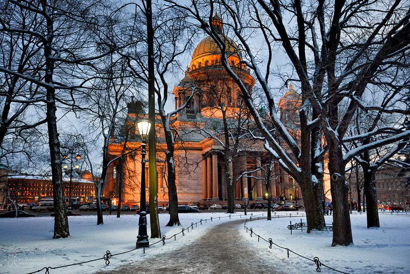 Исаакиевский собор из Александровского сада