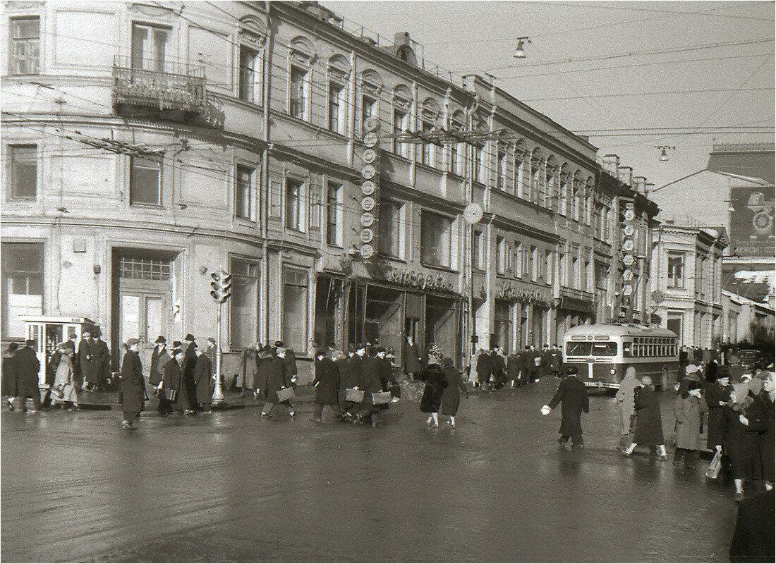 326753 Ул. Кузнецкий мост Виталий Гуменюк 1959.jpg