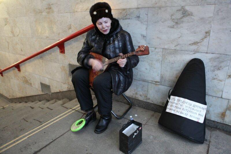 Подземный переход, уличный музыкант