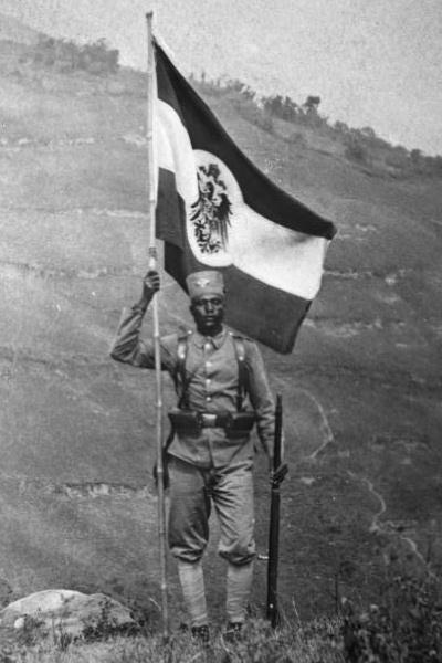 Bundesarchiv_Bild_105-DOA6369,_Deutsch-Ostafrika,_Askari.jpg