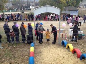 Ренато Усатый дарит детские площадки на Храмовый праздник