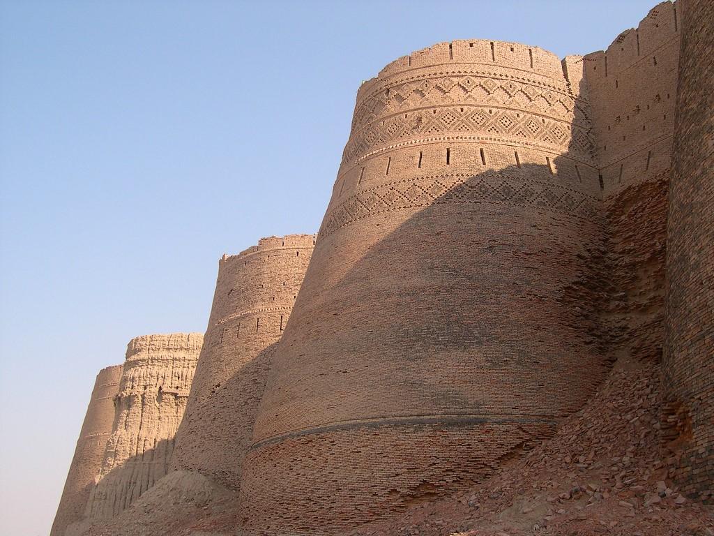 Форт Деравар: неприступная крепость Пакистана