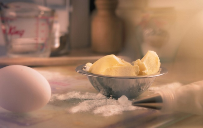 Сливочное масло придает уже привычным блюдам особый, мягкий вкус— попробуйте поджарить ваш стейк на