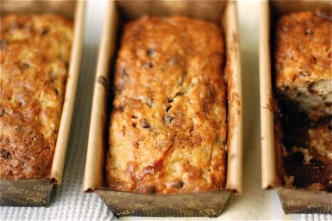 Вам понадобится: 230г пшеничной муки 120г сахара 140г грецких орехов 1ч.л. разрыхлителя 1/4ч.