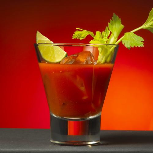 Мало того, что Bloody Mary — это любимый коктейль Эрнеста Хемингуэя, так еще и один из самых му