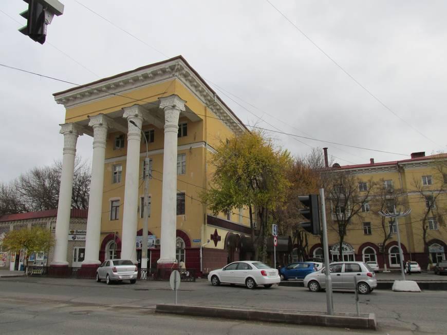 сталинские дома на улице бабура 18.JPG