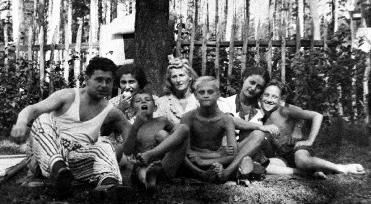 1951. Володя Высоцкий на даче в Валентиновке под Москвой