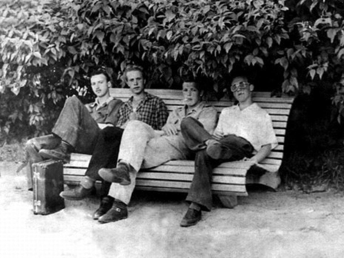 1953. О.Вишневский, Г.Гусаров, С.Рябов и Владимир Высоцкий в г.Химки, Московской области