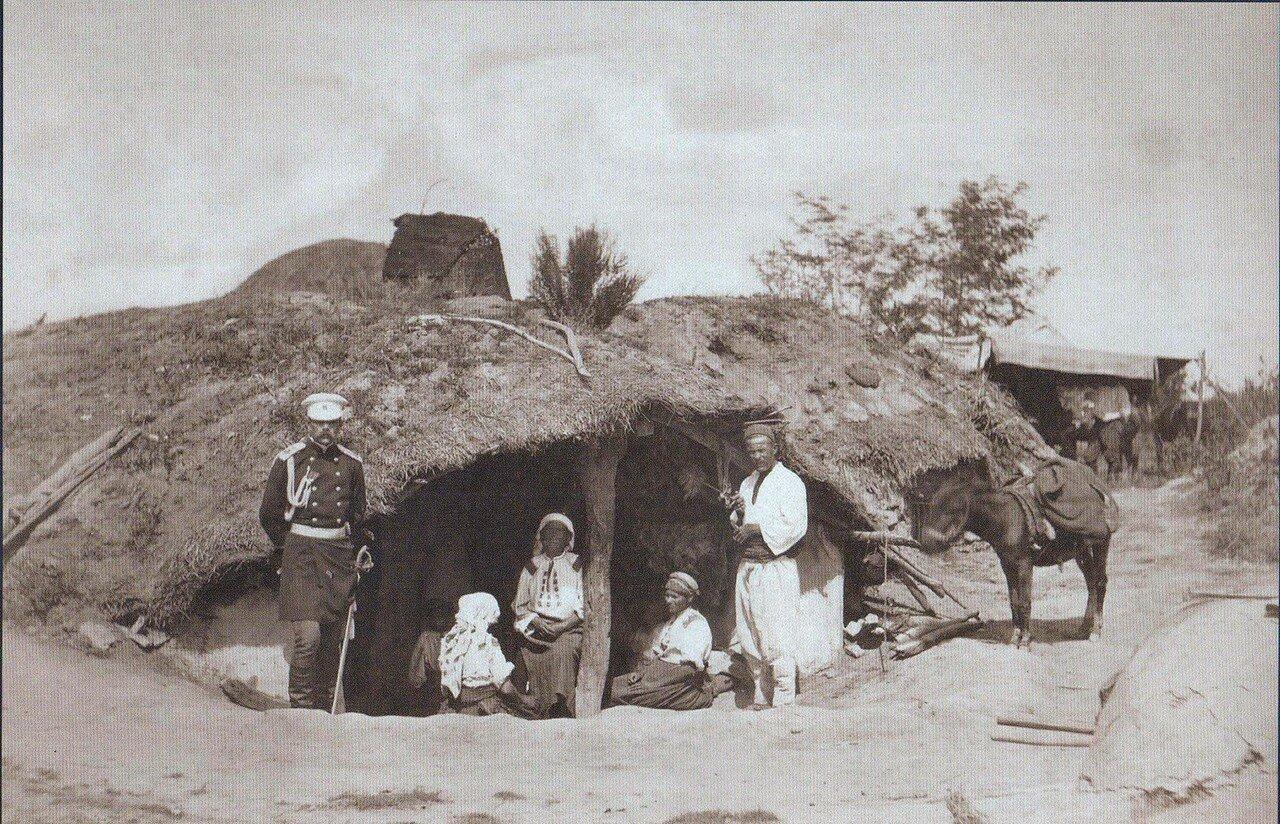 20.  Генерал Струков перед домом жителей Горной Студены, октябрь 1877