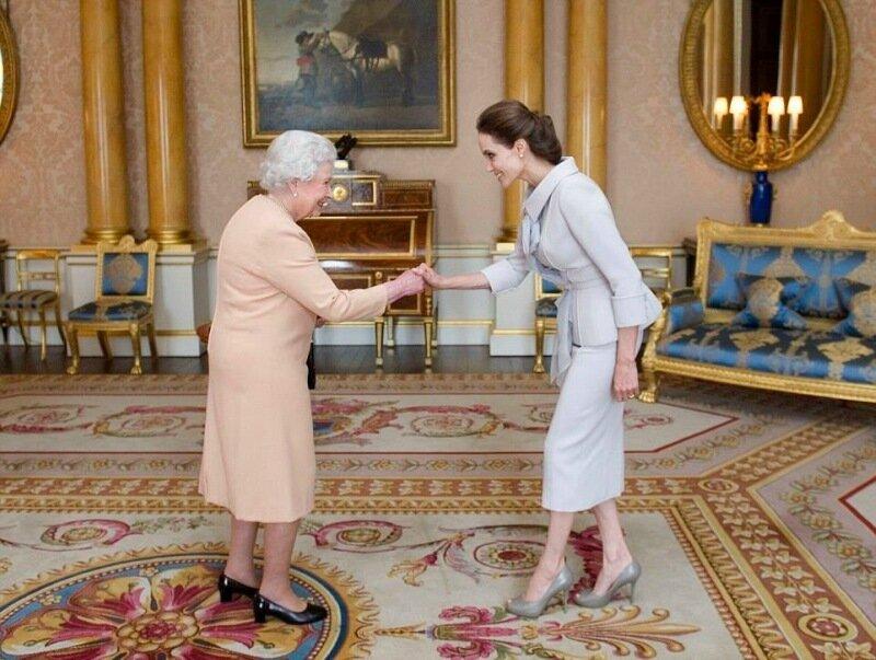 Анджелина Джоли стала почетной дамой Великобритании