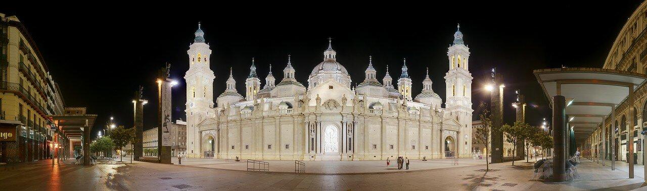 Ночная Сарагоса. Панорама площади и главного фасада собора Девы Пилар