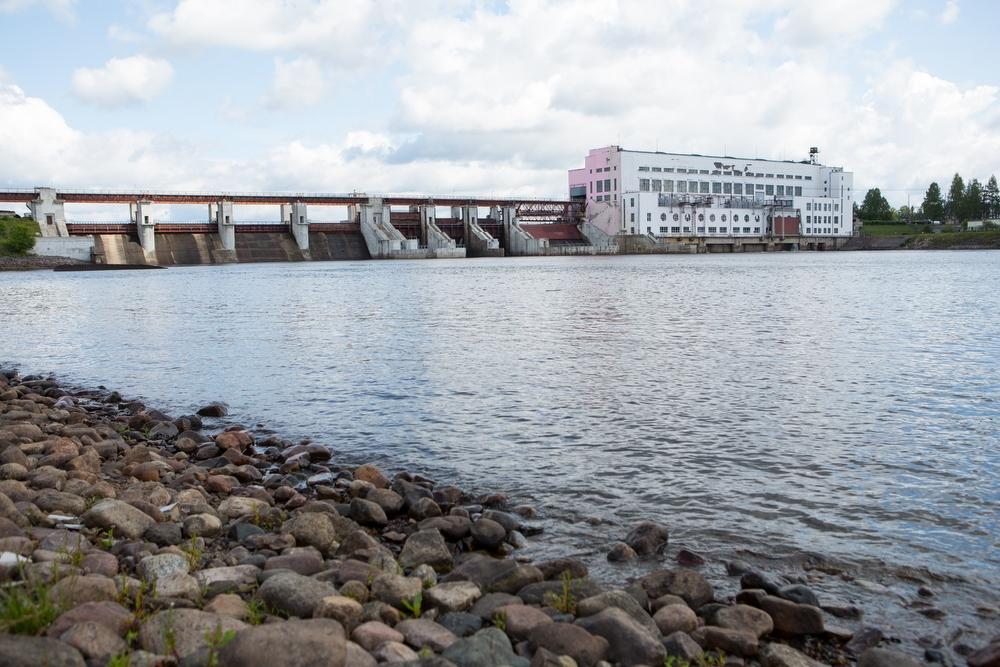 Как провожают пароходы — это уже история про следующую точку маршрута, Нижне-Свирскую ГЭС. Здесь тож
