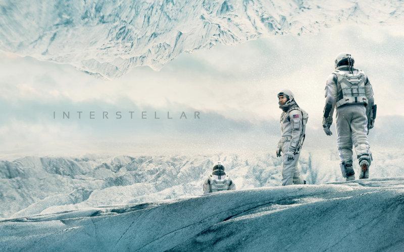 Это красивое кино, полное захватывающих космических пейзажей, песчаных сцен и гигантских волн.