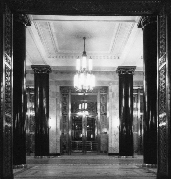 Интерьер главного вестибюля в высотном здании МИД на Смоленской площади