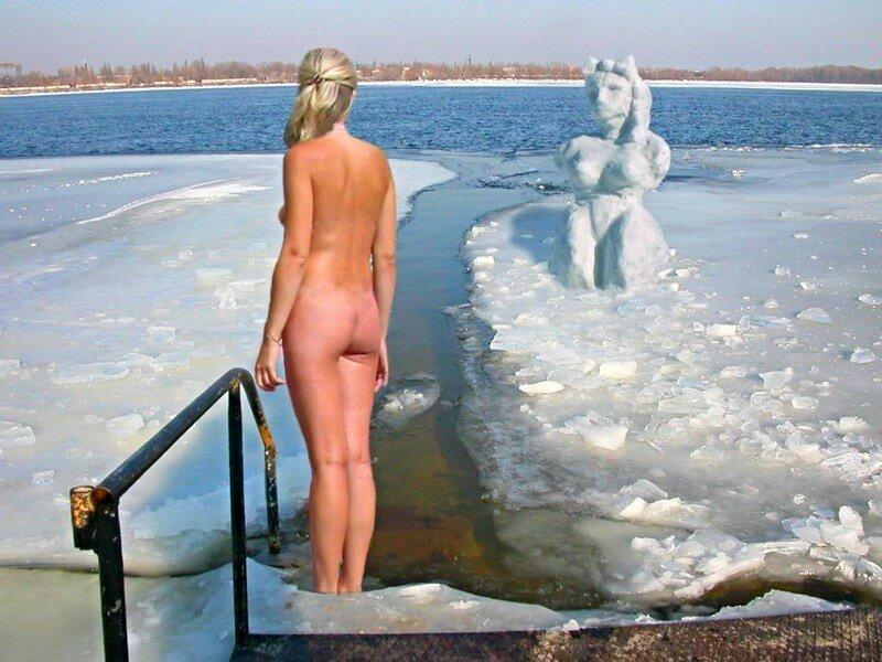foto-golih-devushek-v-prorubi-morzhevanie
