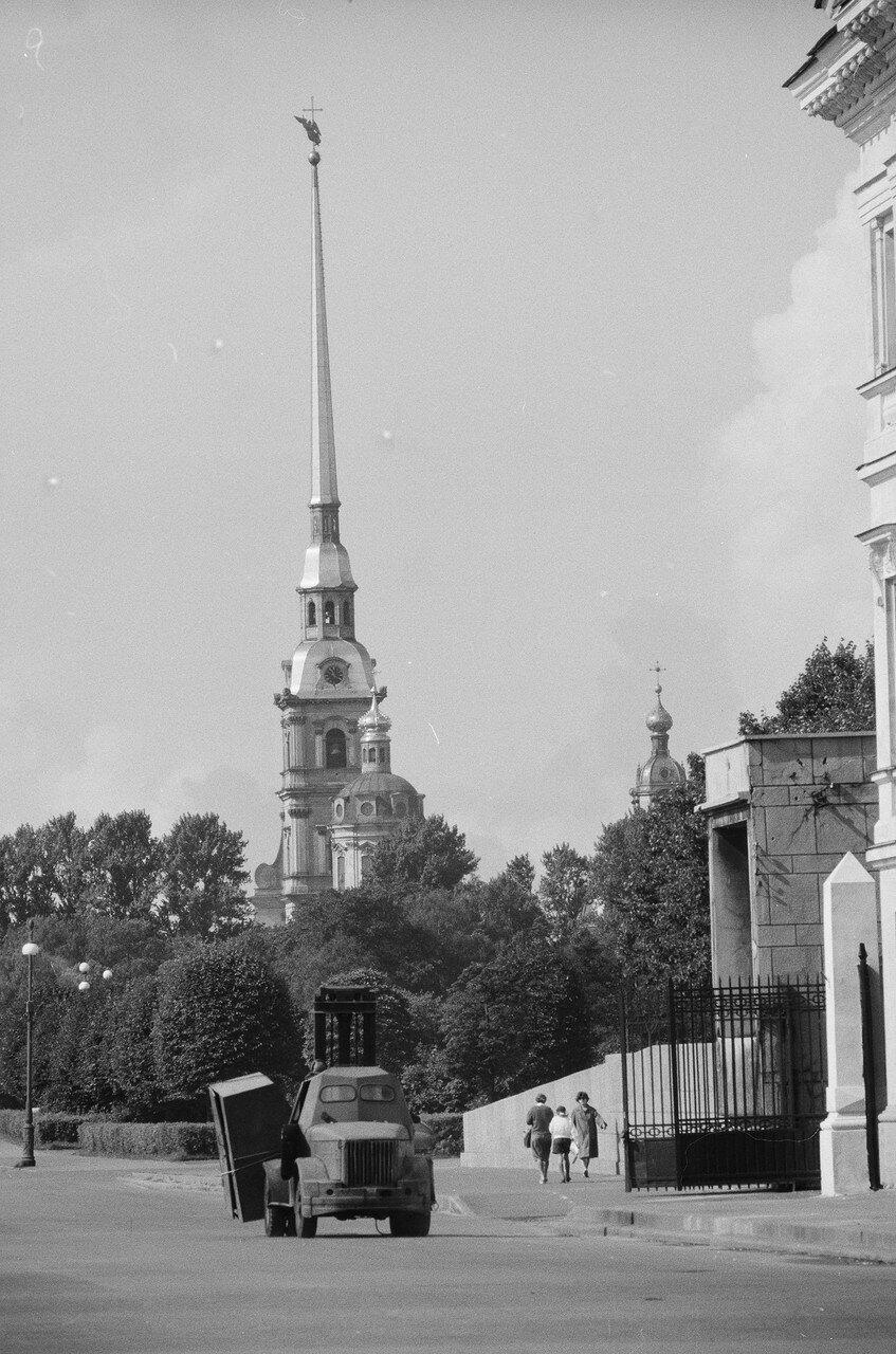 02. Петропавловский собор с Петровской набережной