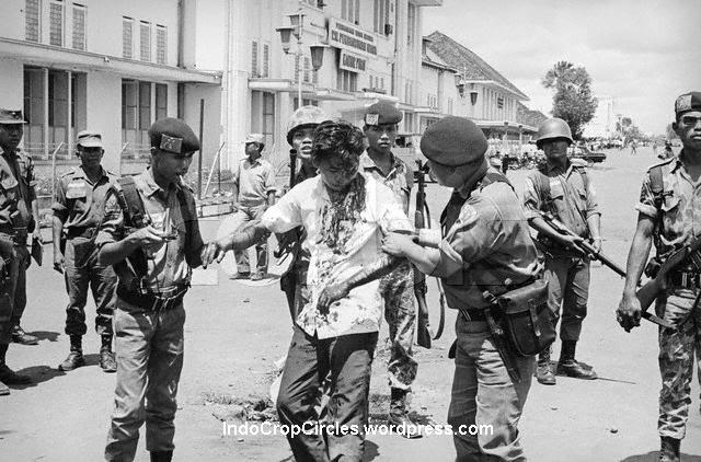 soldiers-rescuing-an-ethnic-chinese-youth-from-the-mob-1966.jpg