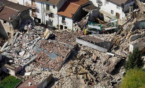 Тысячи человек вИталии остаются вовременных укрытиях после землетрясения