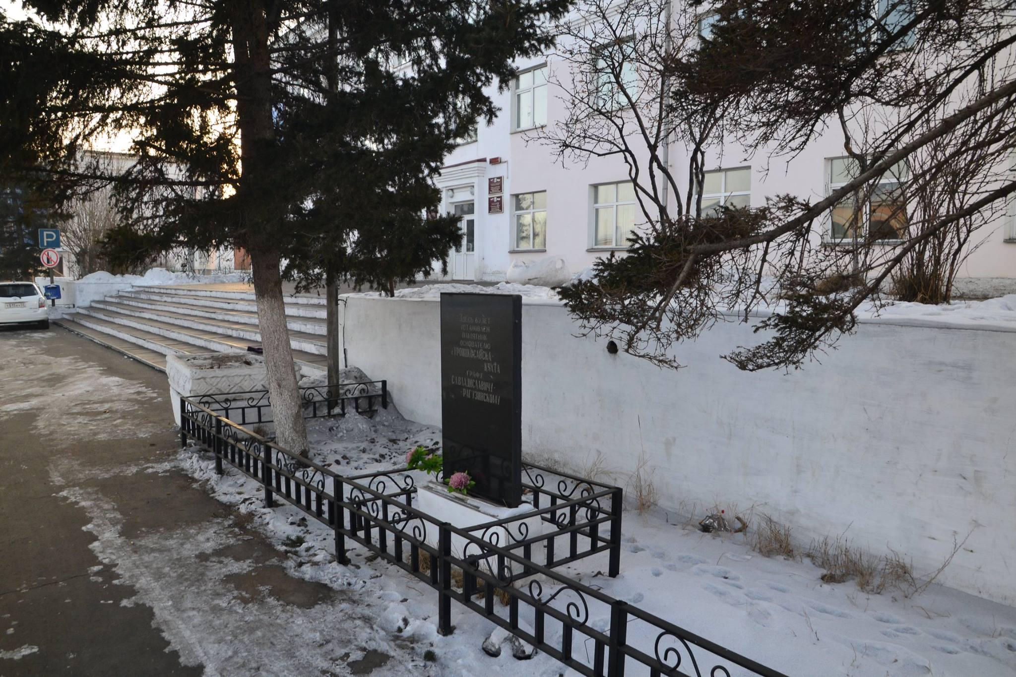 Памятник с семейный Кяхта памятник с крестом Наровчат
