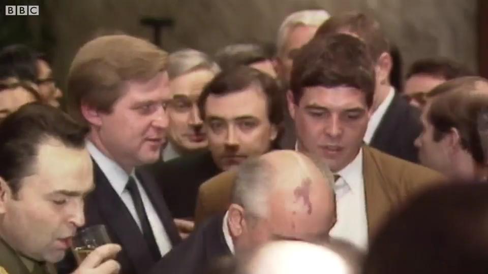 День, когда не стало СССР: фуршет и пустой кабинет Горбачева