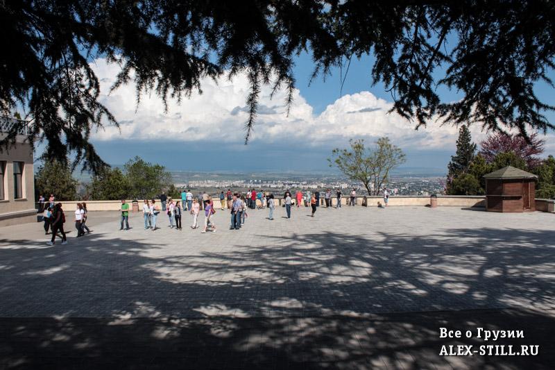 Обзорная площадка на горе Мтацминда