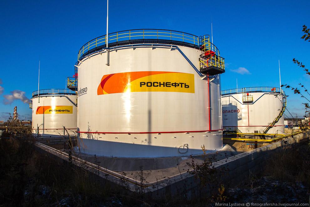 4. На крыше 5-тысячного резервуара размещен логотип Внуково.