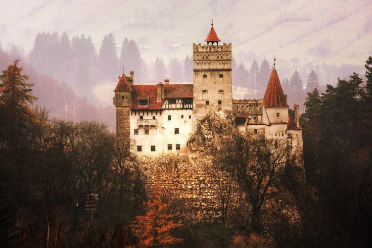 Замок был построен в конце XIV века местными жителями своими силами и за собственные средства, за чт