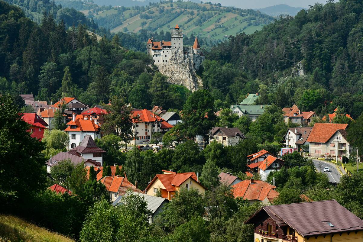 После 1918 года, одновременно с провозглашением Великой Румынии, жители Брашова, предки которых возд